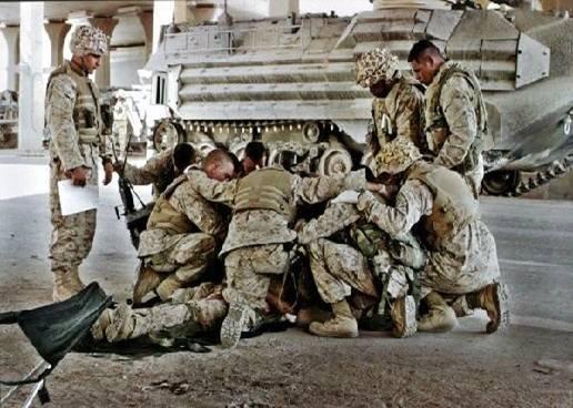 soldiers-praying